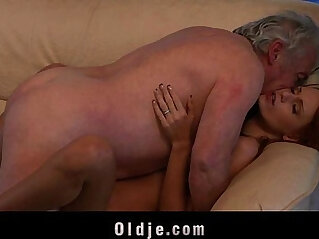Porn casting for an amateur old man fucking young Erica Fontes