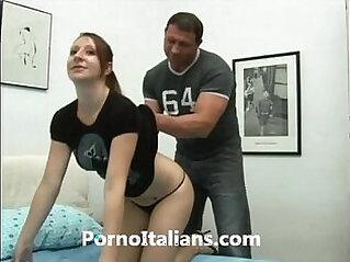 Ragazza italiana scopata da muscoloso maturo! Italian Girl get fucked by muscular ma