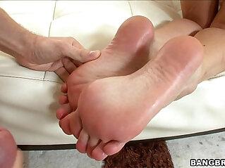 Babe Gives Hot Oily Footjob
