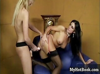 Squirting pornstars India Summer and Kelly Wells a