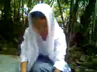 anak MA jilbab ngentot di hutan