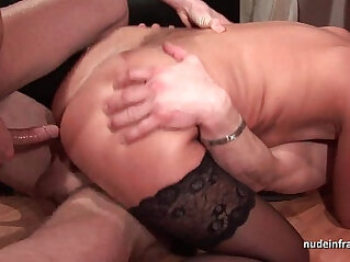 Amateur mature hard DP fisted and facialized in threeway