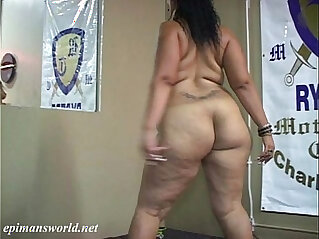 Doll Baby shaking her BBW ass and thighs