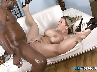 Interracial phat booty milf squirts on bbc