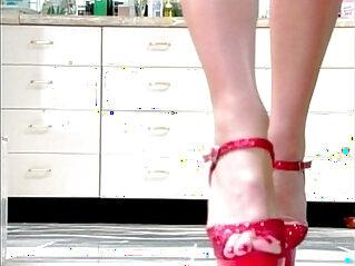 Tiffany Mynx, A Toe Story