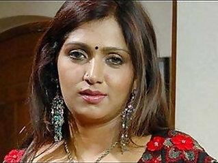 Bhuvaneswari Hot Indian Aunty rare saree drop clip