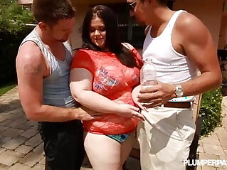 Big Booty BBW White Slut Holly Fucks a Huge Cocks