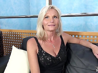Fakeshooting milf strips and fucks for an audition with wendy moon
