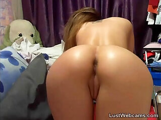 Hot cam girl fingers her pussy and ass