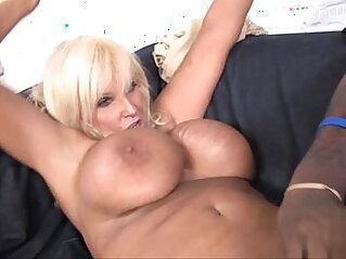 Sexy blonde amateur anal cum