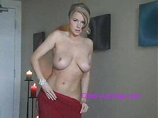 STUNNING amateur MILF SEXXXY STRIP TEASE!