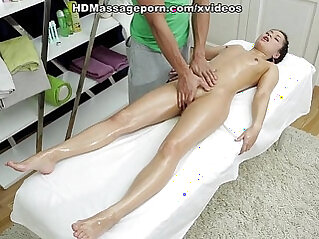 Sexmassage makes pretty doll Betty get real pleasure