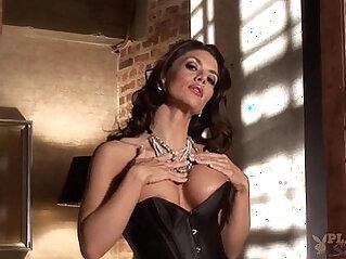 Vanessa Wade sexy blonde milf stripping
